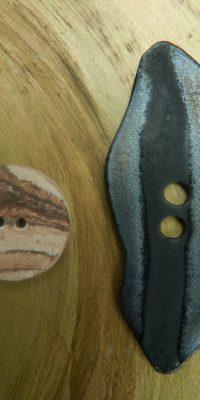 © Die Maschen zum Glück | Tonknopf dunkel mit Knopf rund