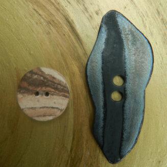 © Die Maschen zum Glück   Tonknopf dunkel mit Knopf rund