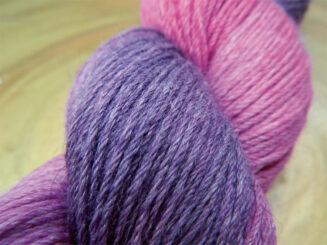 © Die Maschen zum Glück | Turin Multicolor handgefärbt Beerenviolett von Seehawer & Siebert