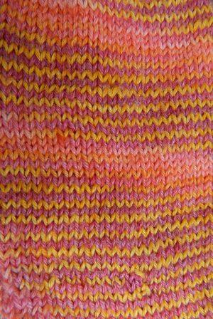 © Die Maschen zum Glück | Socken Turin handgefärbt Orange-Gelb