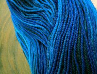© Die Maschen zum Glück | Unisono Color Blaue Stunde | 100% Merino extrafein | Atelier Zitron | Babywolle