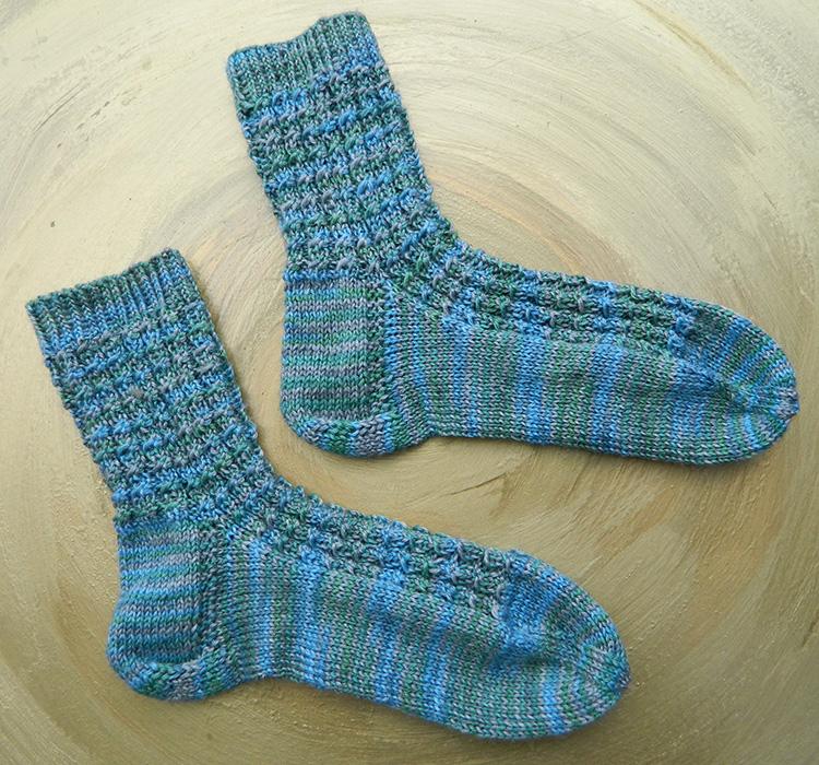 Socken-stricken-handgefaerbt Turin Seehawer Naturfasern