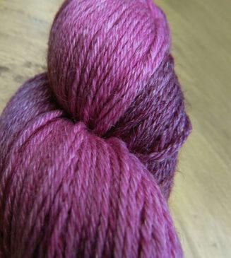 Turin Flieder Sockenwolle handgefaerbt Seehawer Naturfasern Schurwolle Seide Ramie   © Die Maschen zum Glück