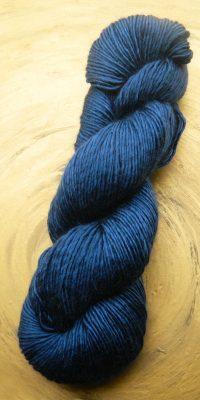 © Die Maschen zum Glück | Wolle-Seidengarn Nachtblau | Maulbeerseide mit Merinowolle von Seehawer & Siebert