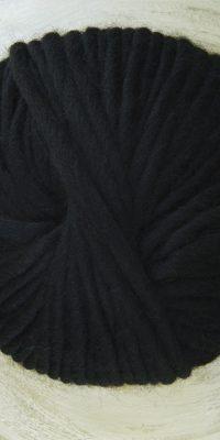 © Die Maschen zum Glück | Dochtwolle Oslo Schwarz von Seehawer Naturfasern, dickes XL Schnellstrickgarn