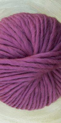 © Die Maschen zum Glück | Dochtwolle Oslo Malve von Seehawer Naturfasern, dickes XL Schnellstrickgarn