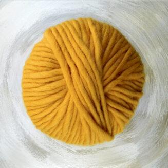© Die Maschen zum Glück | Dochtwolle Oslo Dottergelb von Seehawer Naturfasern, dickes XL Schnellstrickgarn