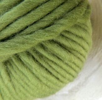 © Die Maschen zum Glück | Dochtwolle Oslo Kiwigrün von Seehawer Naturfasern, dickes XL Schnellstrickgarn