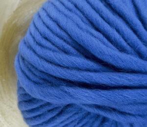 © Die Maschen zum Glück | Dochtwolle Oslo Königsblau von Seehawer Naturfasern, dickes XL Schnellstrickgarn