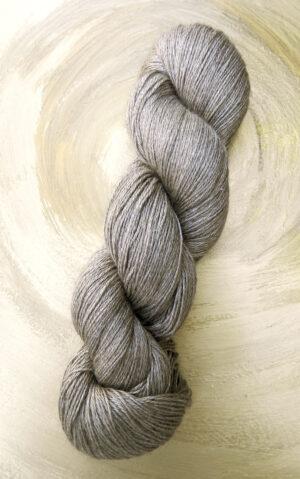 © Die Maschen zum Glück | Yeti Silbergrau | Yakwolle mit Maulbeerseide