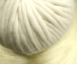 © Die Maschen zum Glück | Dochtwolle Oslo Natur von Seehawer Naturfasern, dickes XL Schnellstrickgarn