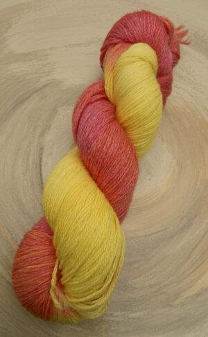 © Die Maschen zum Glück | Turin Sockenwolle handgefärbt Gelb-Orange von Seehawer Naturfasern