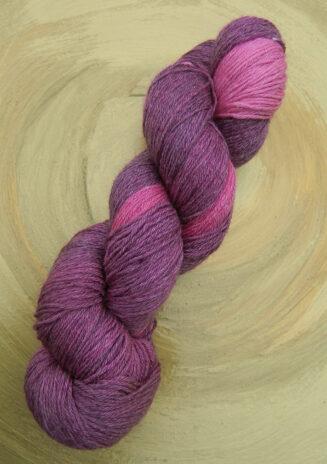 © Die Maschen zum Glück | Turin Sockenwolle handgefärbt Lila-Rosa von Seehawer Naturfasern