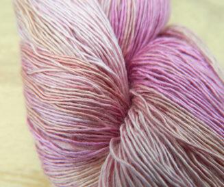 © Die Maschen zum Glück | Atelier Zitron Traumseide Rosenbeet, Lacegarn, 100% Maulbeerhaspelseide