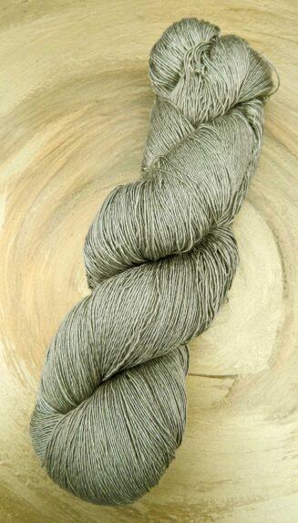 Atelier Zitron Traumseide Waldfee | Lacegarn, 100% Maulbeerhaspelseide | © Die Maschen zum Glück