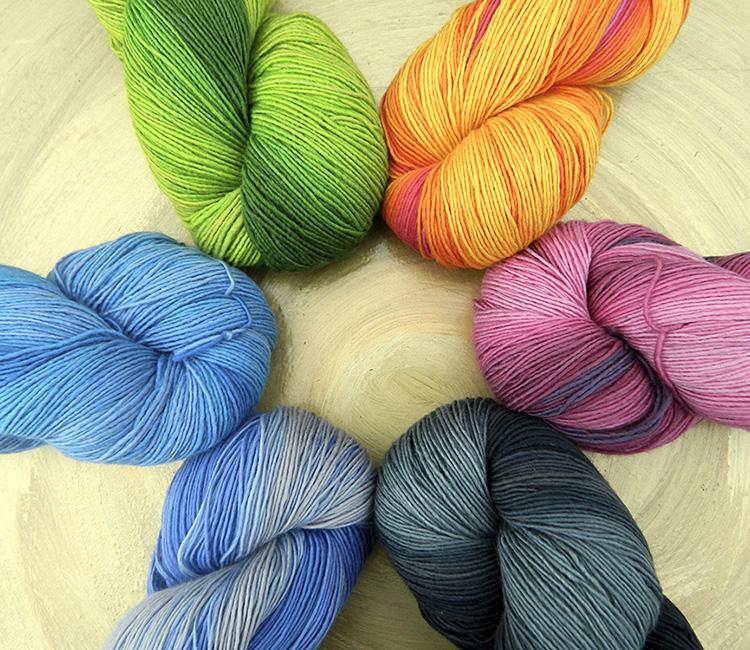 Singolo Farbenfeuerwerk | Merinowolle extrafein mit superwash Ausrüstung | Atelier Zitron © Die Maschen zum Glück
