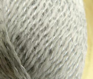 einrum E+2 Skolesit | Island Wolle mit Seide aus Thailand | © Die Maschen zum Glück