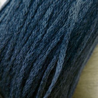 El Linio Armeeblau Schoppel Wolle | 100% französisches Leinen als feines Baendchengarn | © Die Maschen zum Glück
