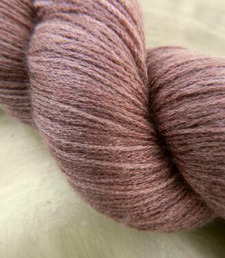 6 Karat Shadow Rosarium | Schoppel Wolle | Schurwolle Merino extrafein mit Seide | © Die Maschen zum Glück