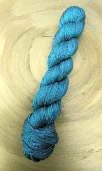 6 Karat Shadow Lagoon | Schoppel Wolle | Schurwolle Merino extrafein mit Seide | © Die Maschen zum Glück