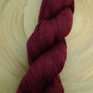 Atelier Zitron Traumseide Schattenmorelle | Lacegarn, 100% Maulbeerhaspelseide | © Die Maschen zum Glück