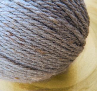 Original Tasmanian Tweed Hellgrau in Merino extrafine | Neuentwicklung von Atelier Zitron | © Die Maschen zum Glück