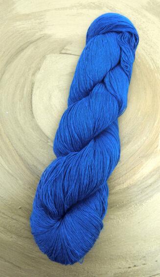 Traumseide Royalblau Atelier Zitron | feines Lacegarn Maulbeerhaspelseide | © Die Maschen zum Glück