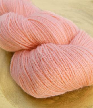 Turin Sockenwolle Lachsrosa | Seehawer Naturfasern | © Die Maschen zum Glück